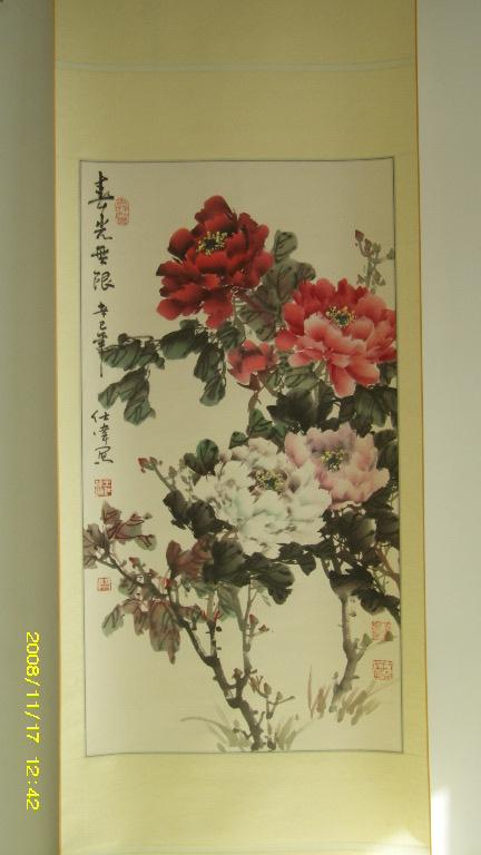 今天请大家欣赏的是青岛的画家王仕伟的牡丹图.