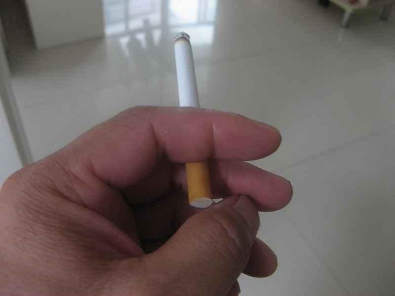 点燃一根烟